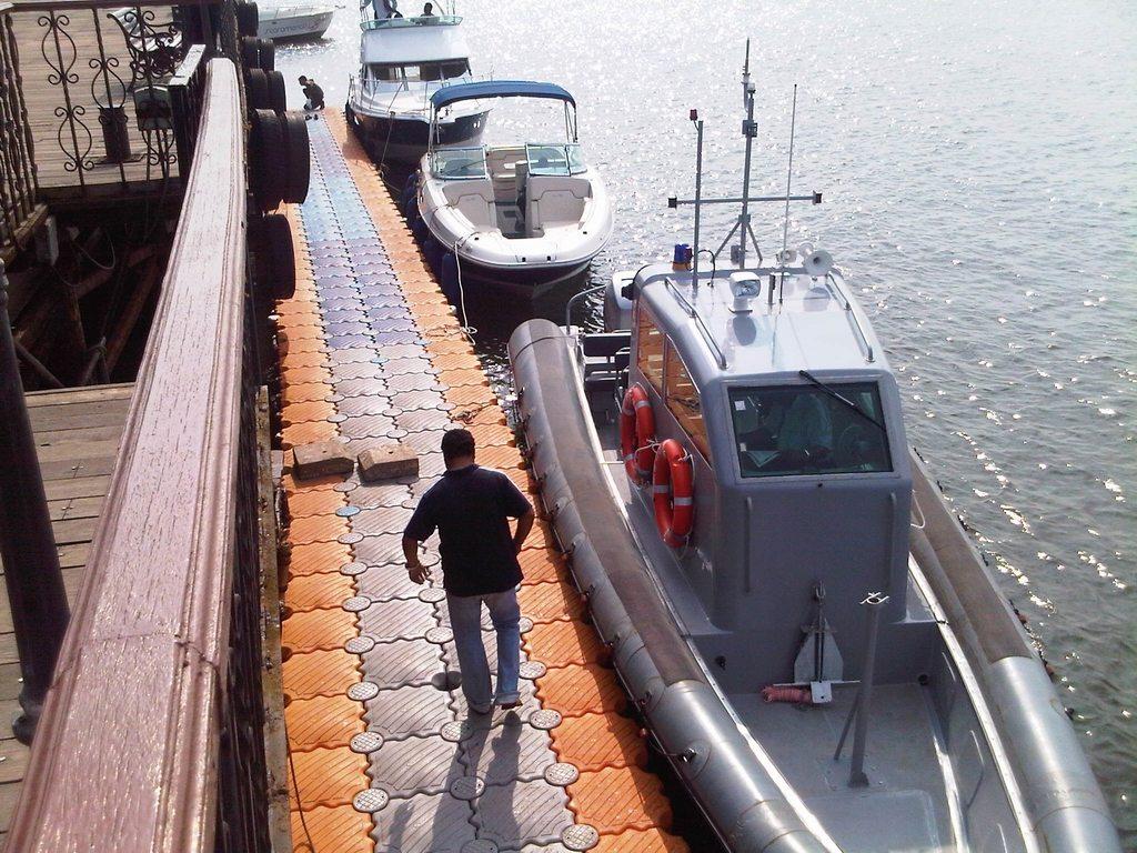 Muelles flotantes modulares armada