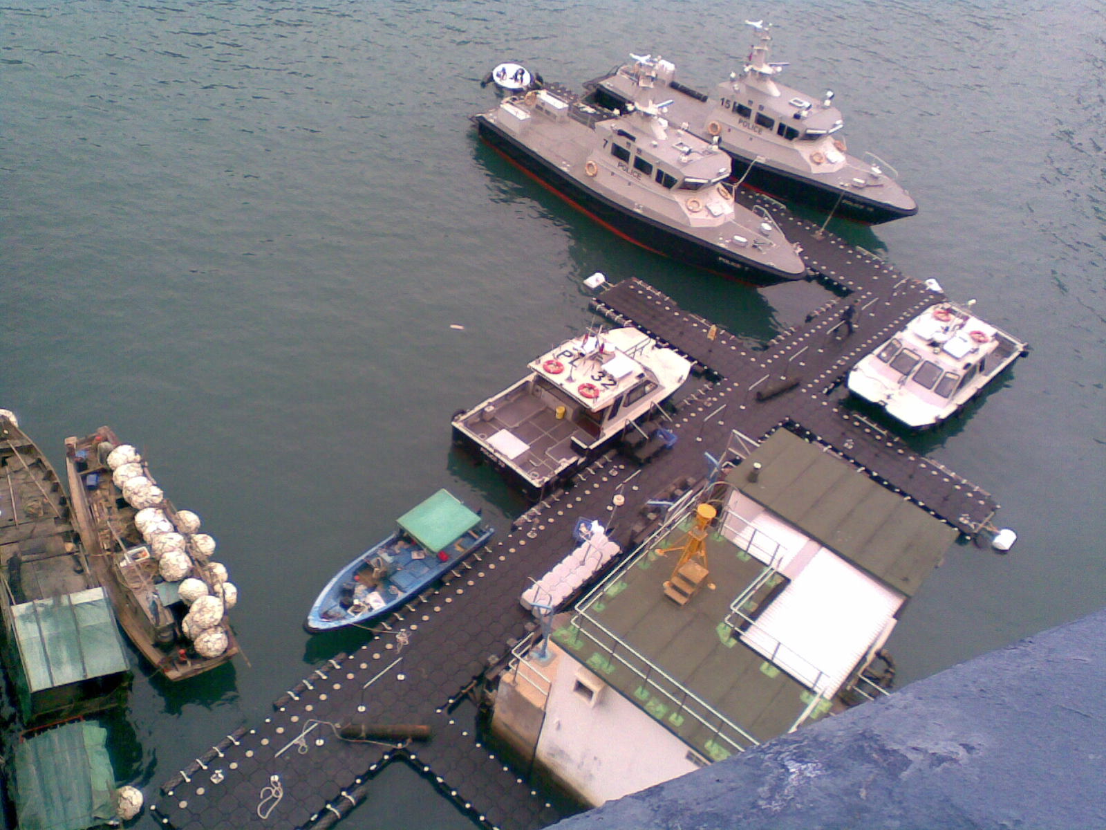 Muelles flotantes modulares buques