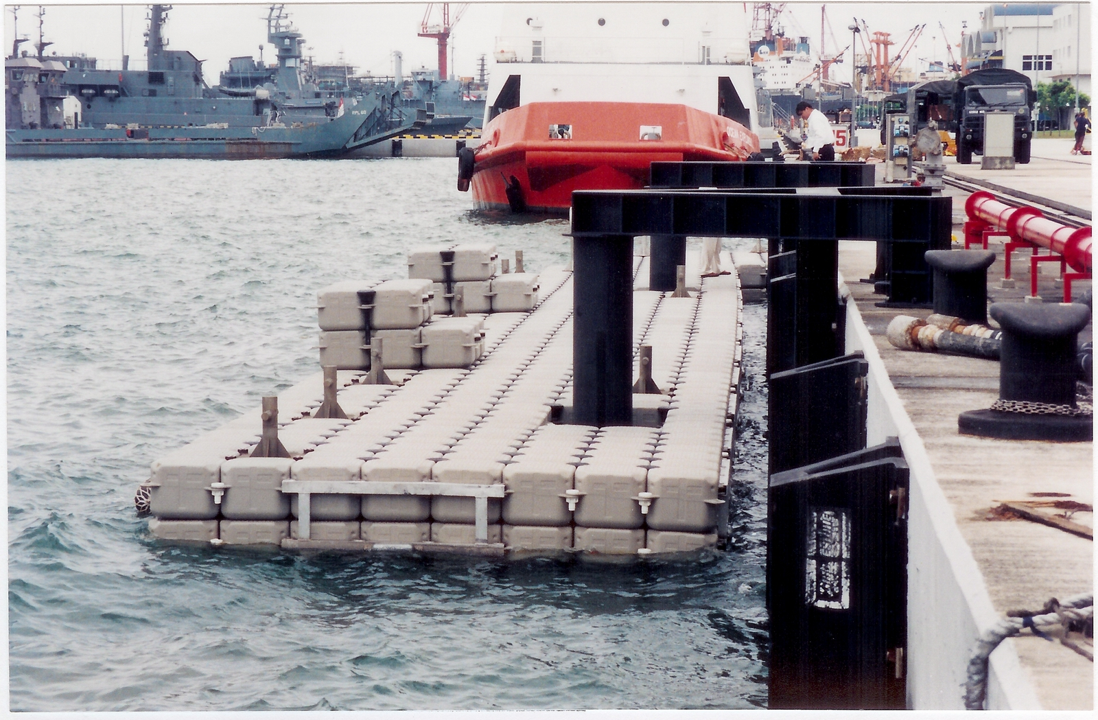 Muelles flotantes modulares puerto singapur